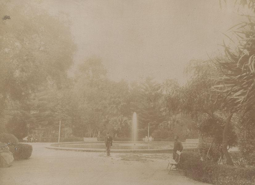 ALGERIA. - Garden and fountain in Alger.