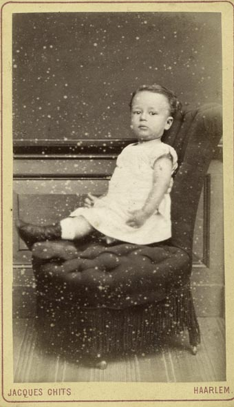 CHITS, JACQUES. - Portrait of a little one.
