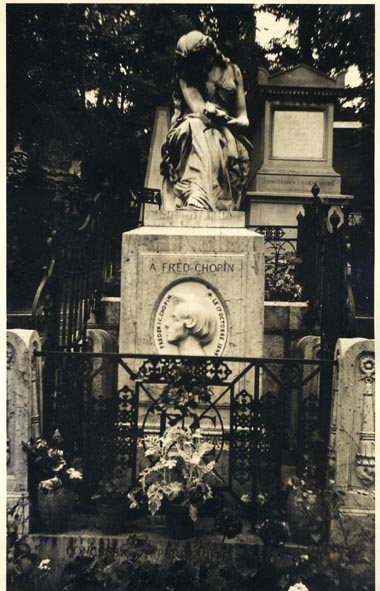 CHOPIN, FREDERIC. - Grave in Paris.
