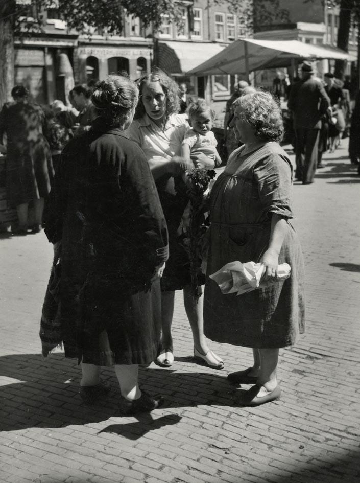 DOESER, JAAP. - Lindengraht, vrouwen, Jordaan, Amsterdam.