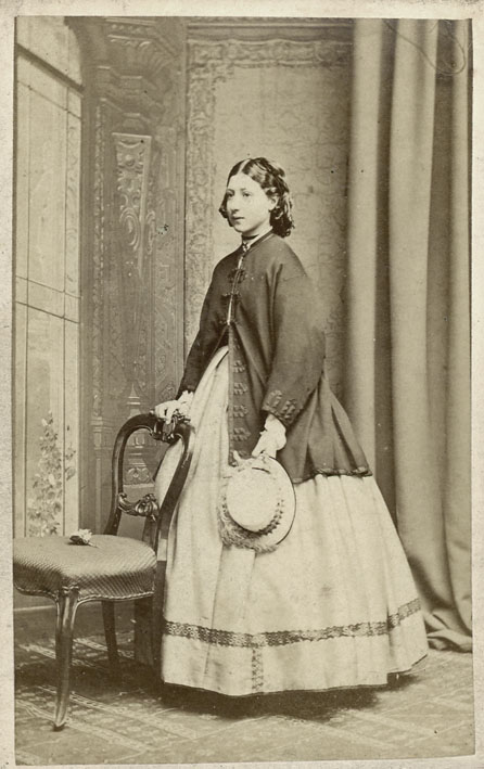 DUBLIN PHOTOGRAPHIC AND PHILOSOPHICAL INSTITUTION, THE. - Portrait of a young woman.