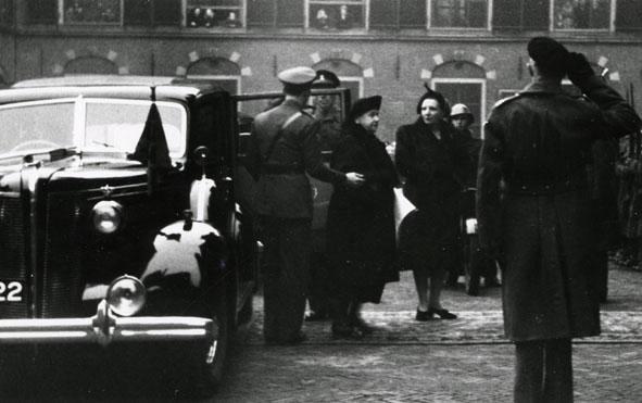 FRIEZER. - Aankomst Koningin Wilhelmina em Prinses Juliana in 's-Gravenhage (?).